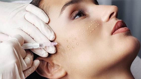 Biorivitalizzazione Beinasco - A TE Clinics - La biorivitalizzazione migliora la qualità della pelle aumentando i livelli di idratazione in profondità.