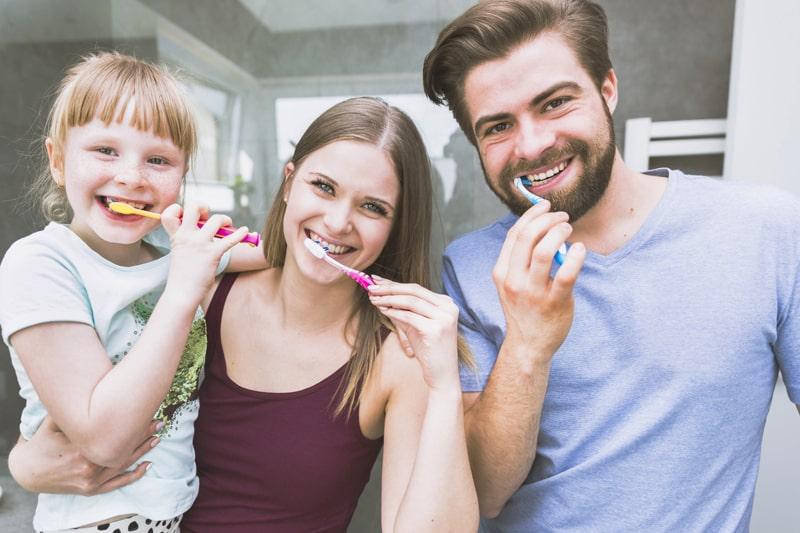 curare la proprio igiene dentale