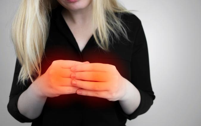 dolore alle mani causato dall'artrosi