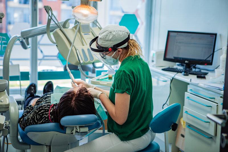 IGIENE DENTALE PROFESSIONALE per una bocca pulita e sana presso la clinica ATE Clinics, Beinasco (Torino)