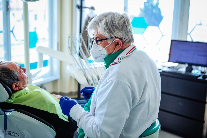 implantologia: denti fissi con impianti presso la clinica ATE Clinics, Beinasco (Torino)