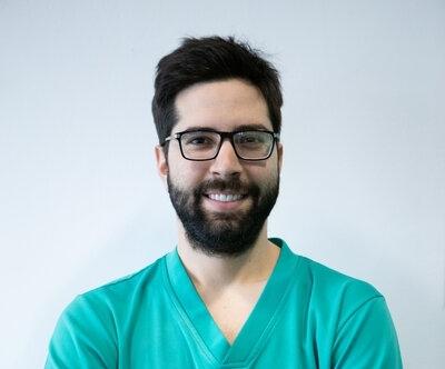 Odontoiatra presso la clinica ATE Clinics, Beinasco (Torino).