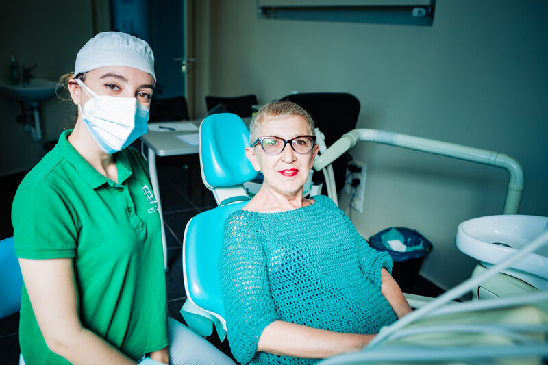 Sbiancamento dentale professionale per un sorriso bianco e luminoso presso la clinica ATE Clinics, Beinasco (Torino)